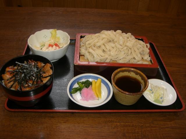 Aセット もりうどん・ミニ鳥焼き丼・ミニサラダ・漬物